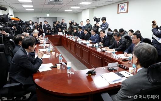 [사진]한국-새보수당 혁신통합추진위원회 첫 회의