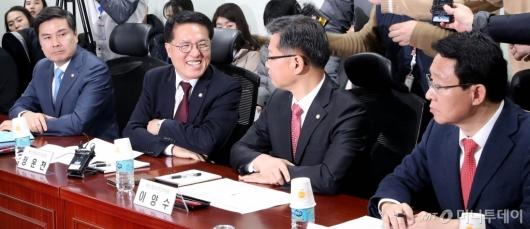 [사진]통합논의 시작한 한국당-새보수당
