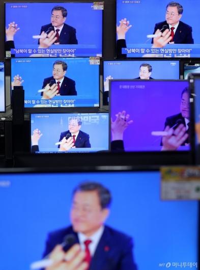 [사진]대통령 신년 기자회견 '남북관계, 낙관·비관할 단계 아냐'