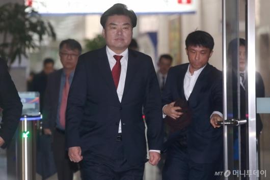 [사진]징역 10월 선고 받은 '뇌물혐의' 원유철 의원