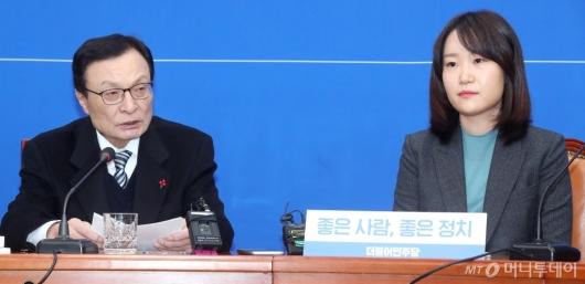 [사진]영입인재 8호 환영하는 이해찬 대표