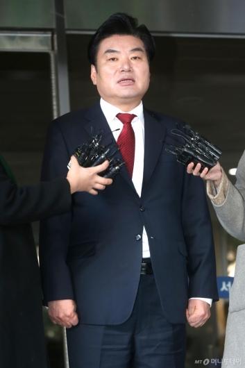 [사진]'알선 수재' 원유철, 징역 10월 선고...법정구속은 면해