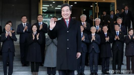 [사진]퇴임하는 이낙연 총리...'총선 앞으로'