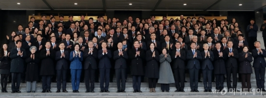 [사진]퇴임하는 이낙연 총리 '마지막 기념촬영'