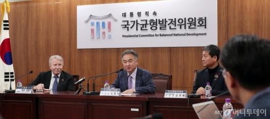[사진]발언하는 송호 국가균형발전위원장