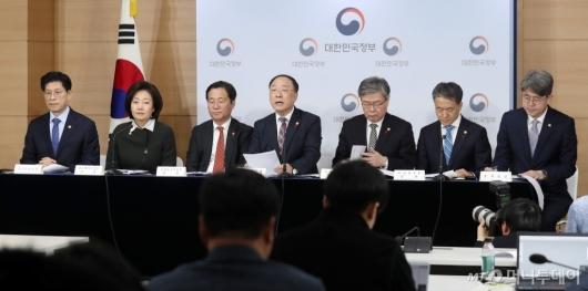 [사진]정부 '작년 3대 고용지표, V자 반등 성공'
