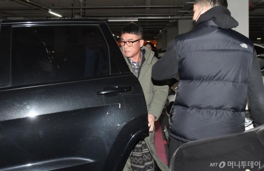 [사진]강남경찰서 도착한 김건모