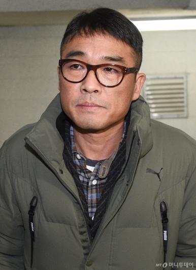 [사진]굳은 표정의 김건모