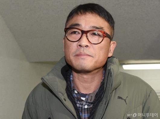[사진]'성폭행 혐의' 김건모, 강남경찰서 출석