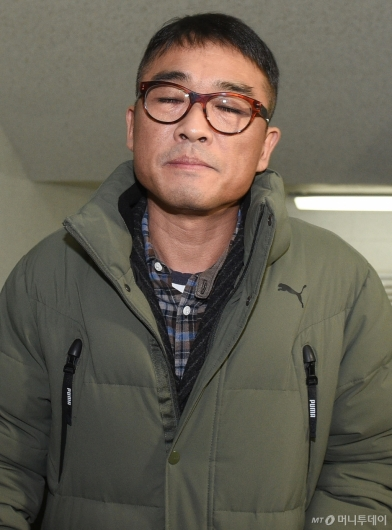 [사진]경찰서 출석하는 김건모