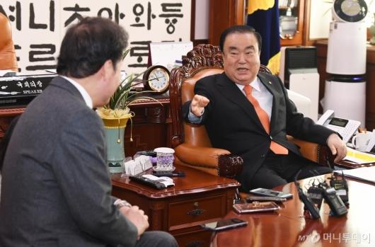[사진]문희상 의장, 이낙연 전 총리 접견