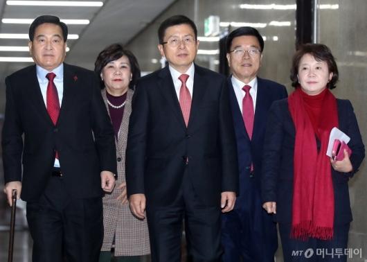 [사진]회의 참석하는 황교안-심재철