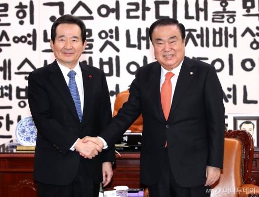 [사진]국회의장 예방한 정세균 국무총리