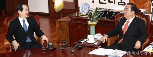 [사진]국회의장 예방하는 국무총리