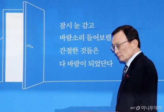 [사진]기자간담회 참석하는 이해찬 대표