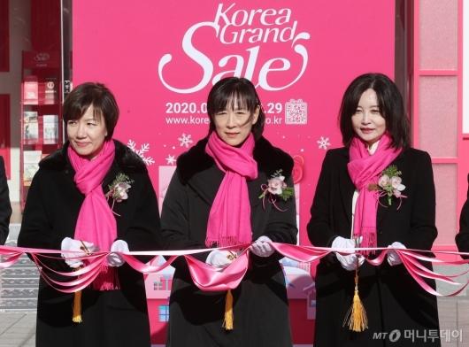 [사진]코리아그랜드세일 개막식 참석한 최윤희 차관