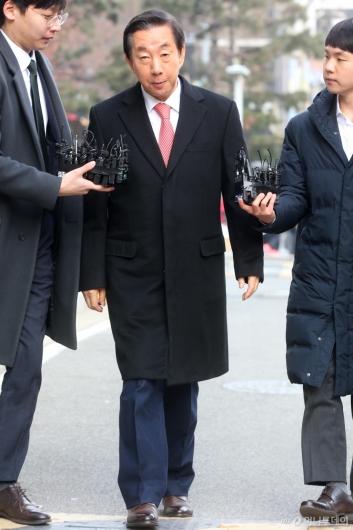 [사진]법원 들어서는 김성태 의원