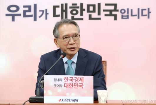 [사진]발언하는 김형오 공관위원장