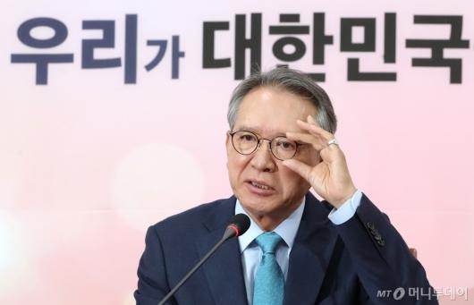 [사진]물갈이 예고하는 김형오 공천관리위원장