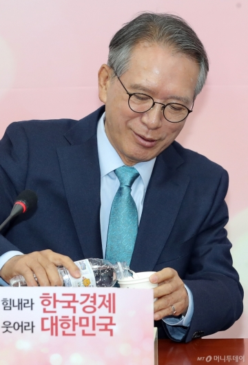 [사진]김형오 '대규모 물갈이 예고'