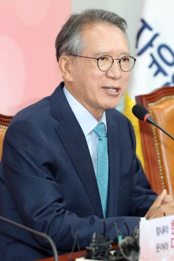 [사진]공천관리위원장 임명된 김형오 전 국회의장