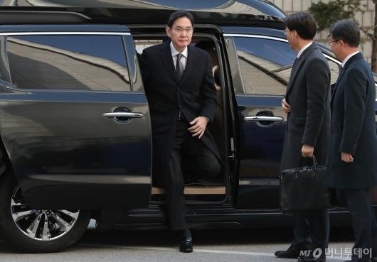 [사진]'뇌물혐의' 4차 공판 출석하는 이재용