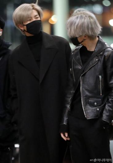 [사진]RM-지민 '머리색이 같네'