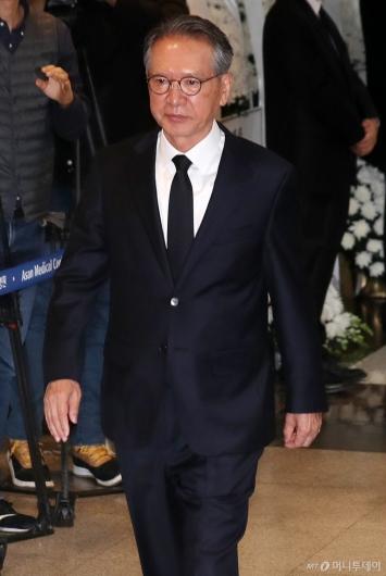 [사진]고 신격호 회장 조문 마친 김형오 전 국회의장