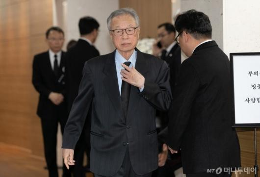 [사진]고 신격호 회장 빈소 찾은 박희태 전 국회의장