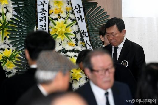 [사진]고개 떨군 신동빈 회장