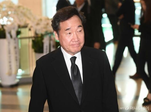 [사진]故 신격호 회장 빈소 들어서는 이낙연 전 총리