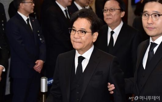 [사진]이재현 CJ 회장, 故 신격호 명예회장 조문