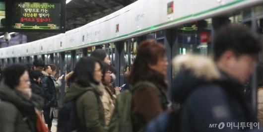[사진]서울 지하철 노조 현장 복귀...3호선은 고장 지연