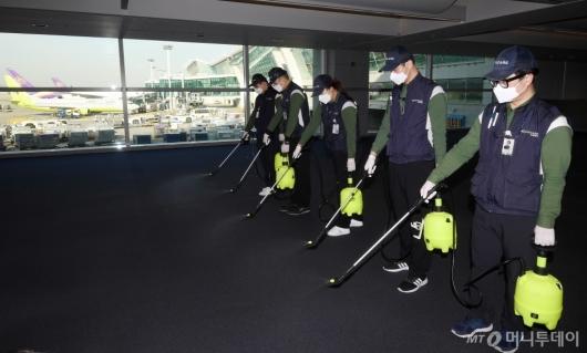 [사진]인천공항, 호흡기전염병 예방 위한 방역 실시
