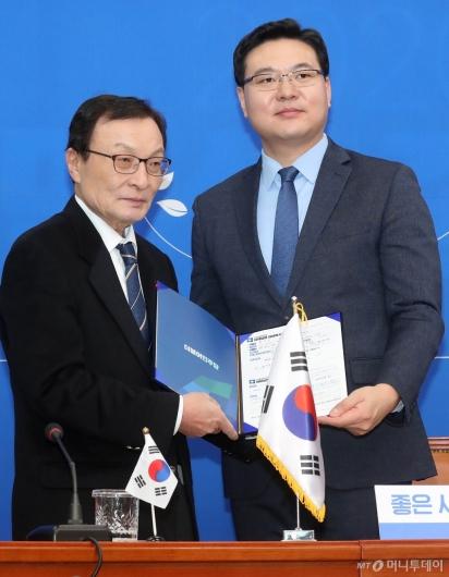 [사진]민주당 영입인재 11호 방위사업전문가