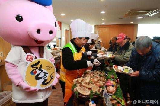 [사진]한돈자조금, 설맞이 나눔 행사 개최