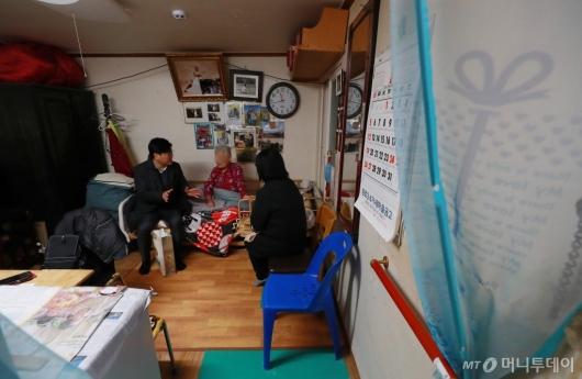 [사진]설 앞두고 취약계층 어른신 찾은 서울시
