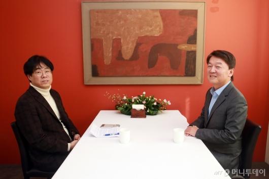 [사진]대화하는 안철수와 김경율