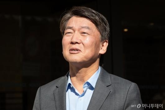 [사진]답변하는 안철수