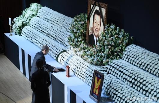 [사진]故 신격호 명예회장 추도사하는 이홍구 전 국무총리