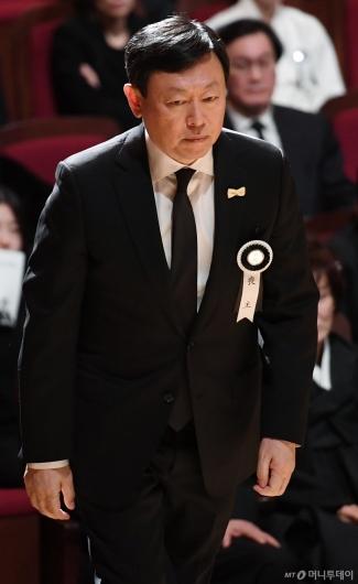 [사진]슬픔에 잠긴 신동빈 회장