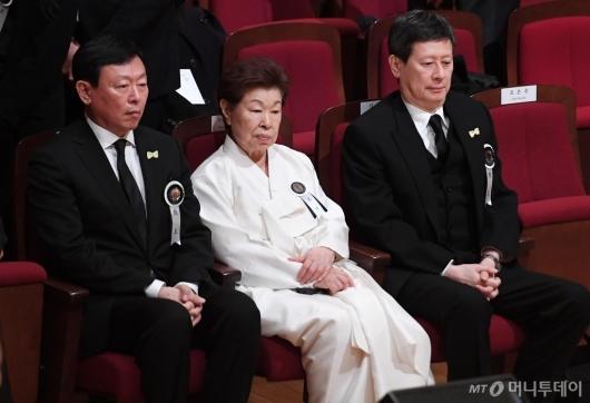 [사진]슬픔에 잠긴 故 신격호 명예회장 유족들