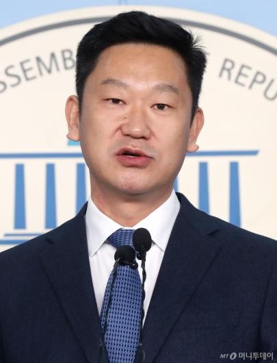 [사진]입당 기자회견하는 곽상언 변호사