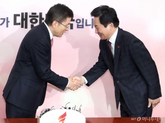 [사진]손잡은 황교안-원희룡