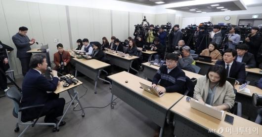 [사진]기자간담회 하는 이낙연 전 국무총리