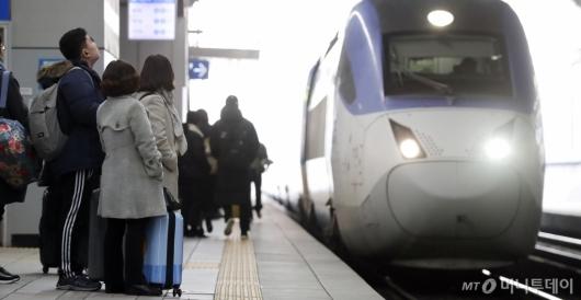 [사진]'열차 기다리는 설레는 마음'