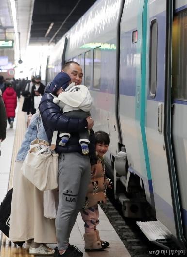 [사진]'가족과 고향으로 가요'