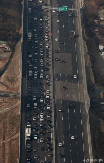 [사진]설 연휴 앞두고 정체 시작된 고속도로