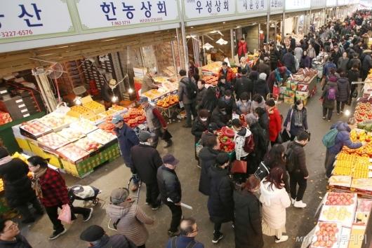 [사진]'설연휴 D-1' 북적이는 전통시장
