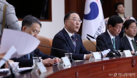 [사진]홍남기 부총리 '우한폐렴 관련 경제영향 최소화 주력'